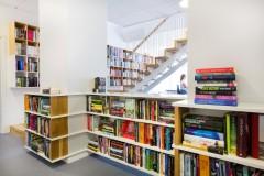 Scandinavian architecture, danish design, arkitektur, indretning, dansk design, Scandinavian design, design, modern design, enkel design, simpel design, stairs, trappe, opbevaring, reol, bogreol, trætrappe,