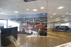 skillevæg, glasparti, åben kontor, fotostal, danish design, indretning, arkitektur, trægulv,