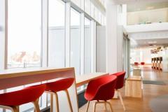 Scandinavian architecture, danish design, arkitektur, indretning, dansk design, Scandinavian design, design, modern design, enkel design, mødeboks, lys installation, offentlige rum, bibloteksindretning, god kvalitet, simpel design, vinduer, udsigt, view, grafik