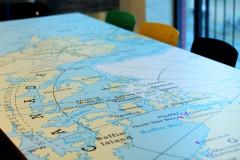 Scandinavian architecture, danish design, arkitektur, indretning, dansk design, Scandinavian design, design, modern design, enkel design, map, world map, verdenskort på bord, office, kontor indretning, simpel design,