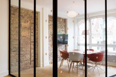 mødelokale, indretning, transformation, belysning, hay about a chair, hay, grafik, glasparti, glasskillevæg, åben mødelokale, rå væge, murstensvæg,